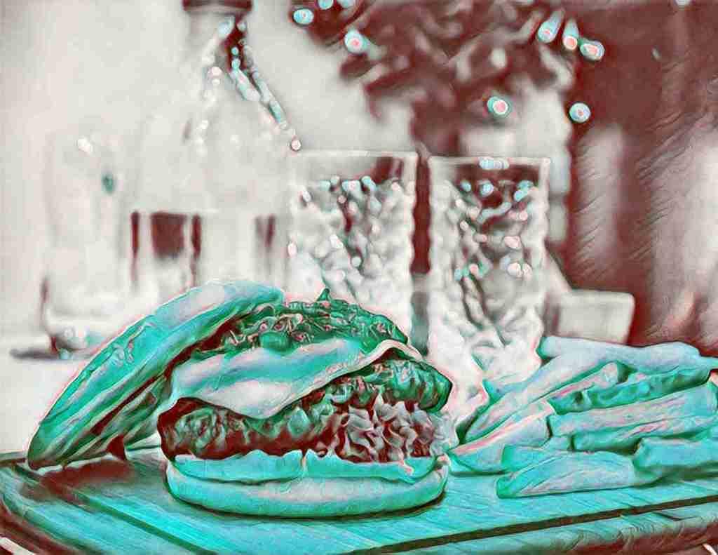 comida chatarra o comida basura, como hamburguesas, refrescos y patatas fritas que intoxican nuestro organismo