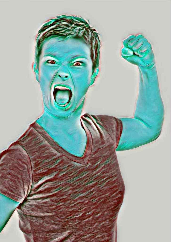 mujer enfadada. aprende a controlar tu ira con 3 sencillos técnicas